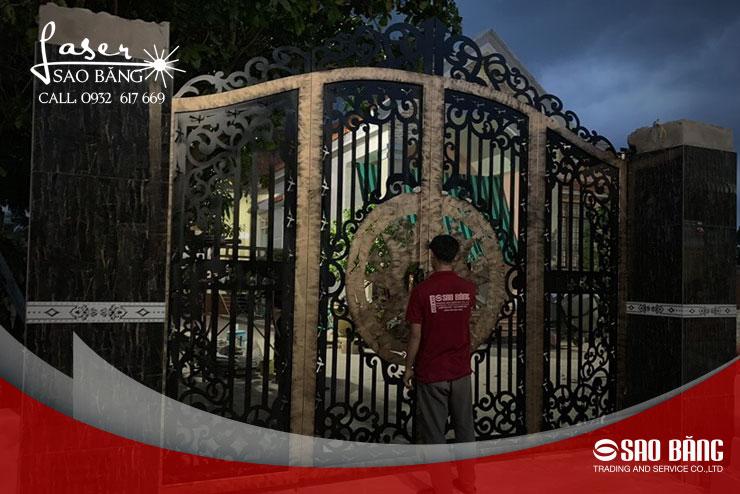 mẫu cửa cổng sắt 4 cánh