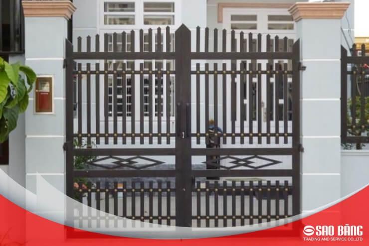 Mẫu Cổng Sắt Hàng Rào 2 Cánh Nhà Phố Đơn Giản
