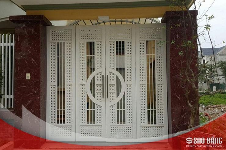 Mẫu Cổng Sắt 4 Cánh Nhà Phố Hiện Đại
