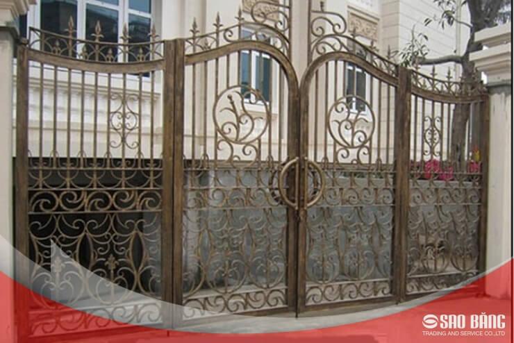 Mẫu Cổng Sắt 4 Cánh Nhà Phố Nghệ Thuật